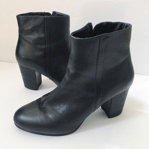 Vionic Kennedy Black Leather Ankle Boots Size 9
